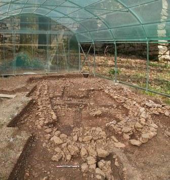 abris de chantier archéologique sous serre Pretamo